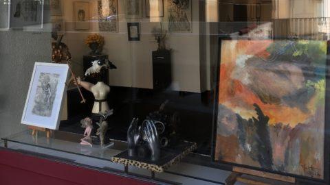 Vitrine d'exposition dessins et sculptures de l'artiste genevois Serge Diakonoff à l'espace d'exposition Blitz Artco à Genève