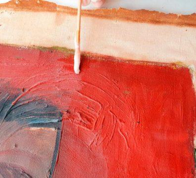 Détail d'un tableau, peinture rouge.